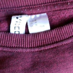 H&M Tops - Womens maroon sweatshirt